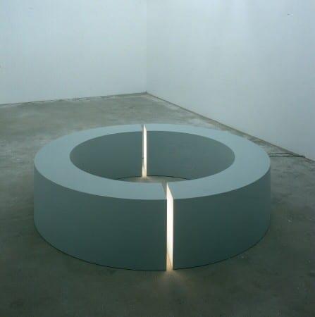 Escultura minimalista de Robert Morris