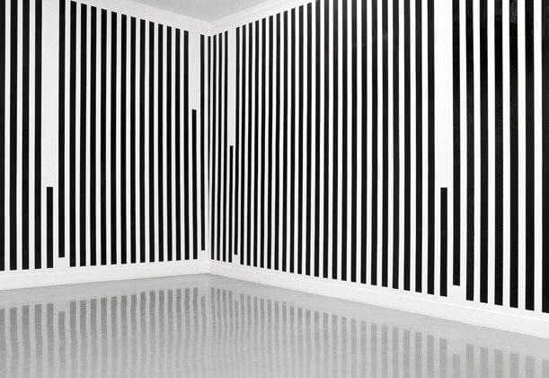 escultura minimalista de Daniel Buren