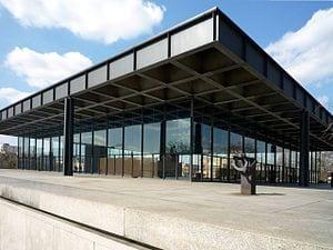 la simetría y el cristal son la nota predominante en la arquitectura minimalista