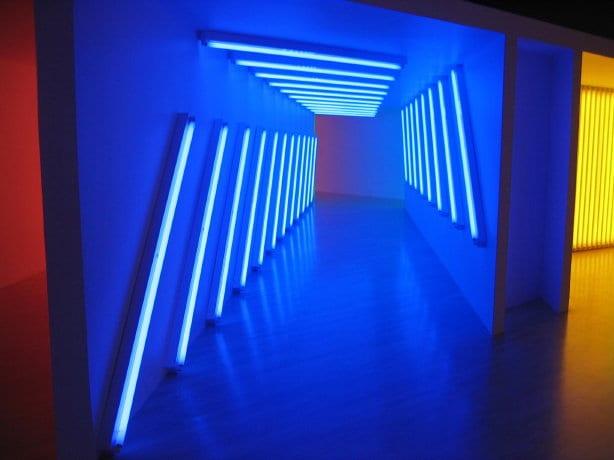 Escultura minimalista de Dan Flavin