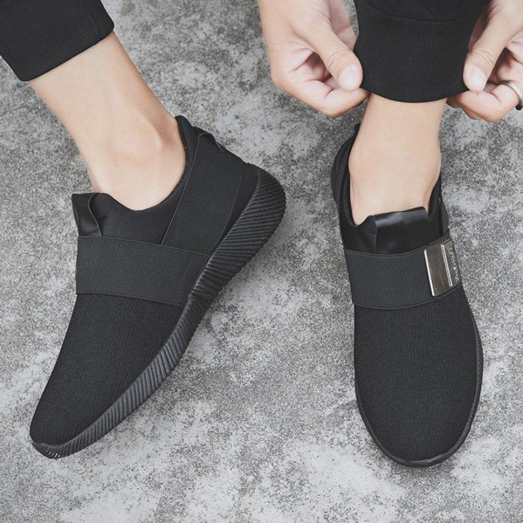zapatillas negras minimalistas