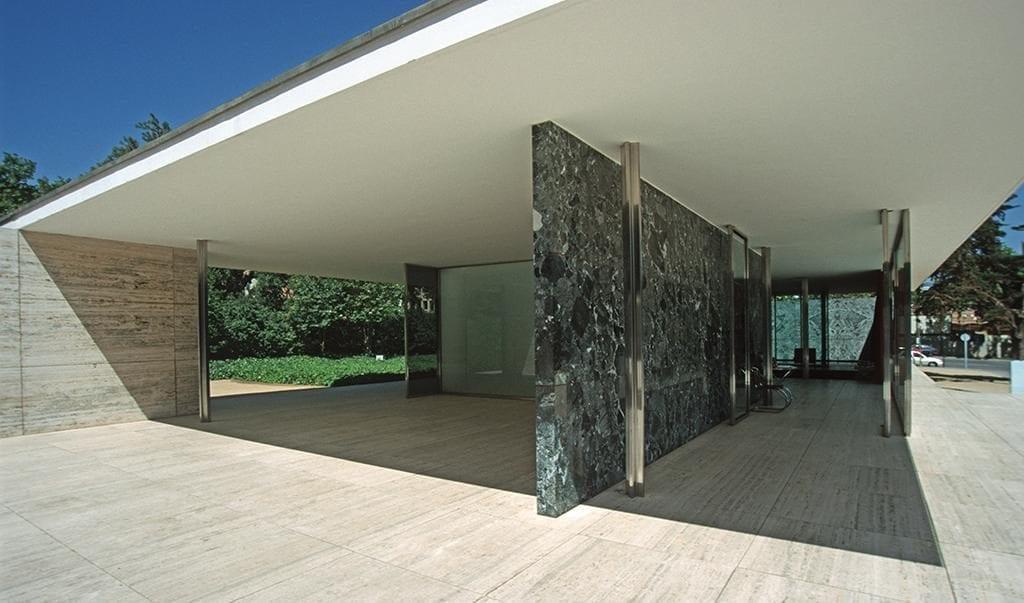 Pabellón Alemania en expo de 1929 y reconstruido en 1986 clara expresión de arquitectura minimalista