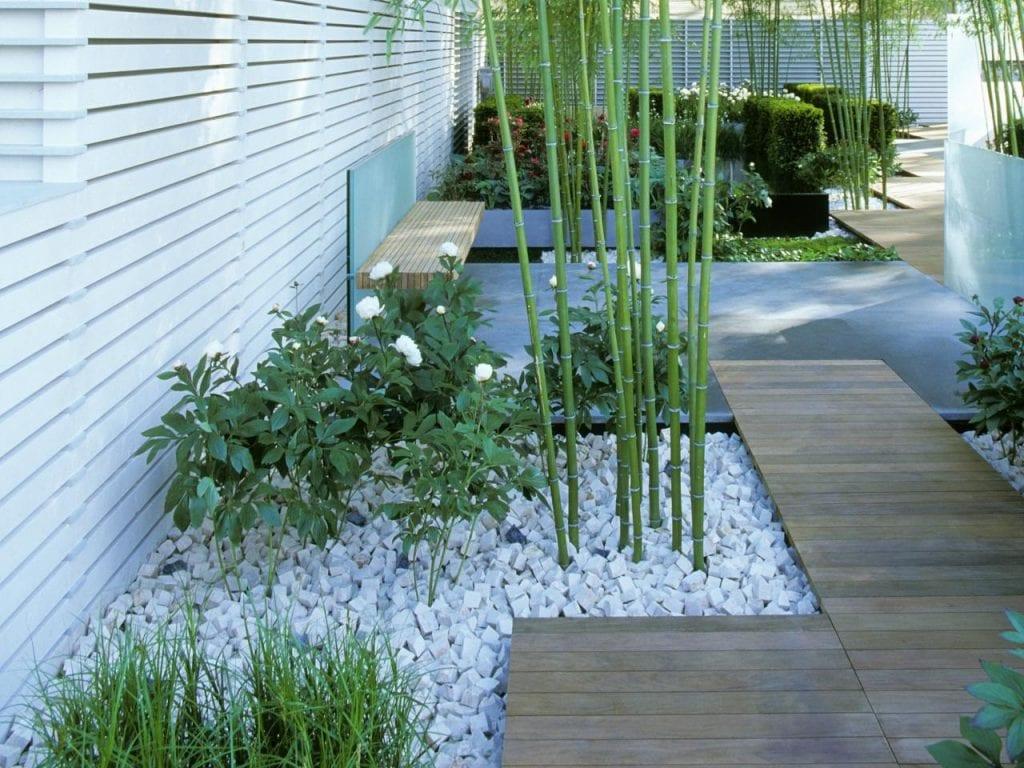 las piedras de río blancas con perfectas para delimitar tu jardín minimalista