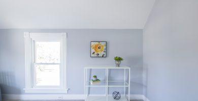 ventana y estanteria minimalista