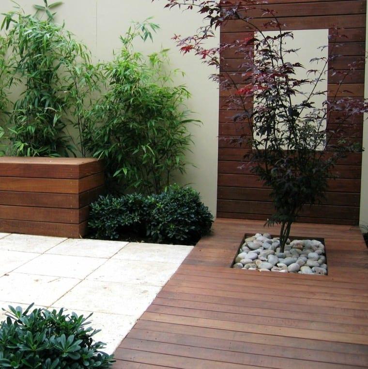 jardinera cuadrada de un jardin minimalista