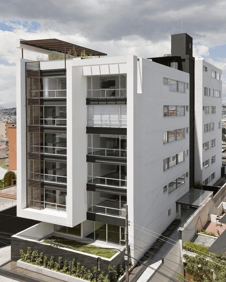 Edificio en el que predomina la arquitectura minimalista