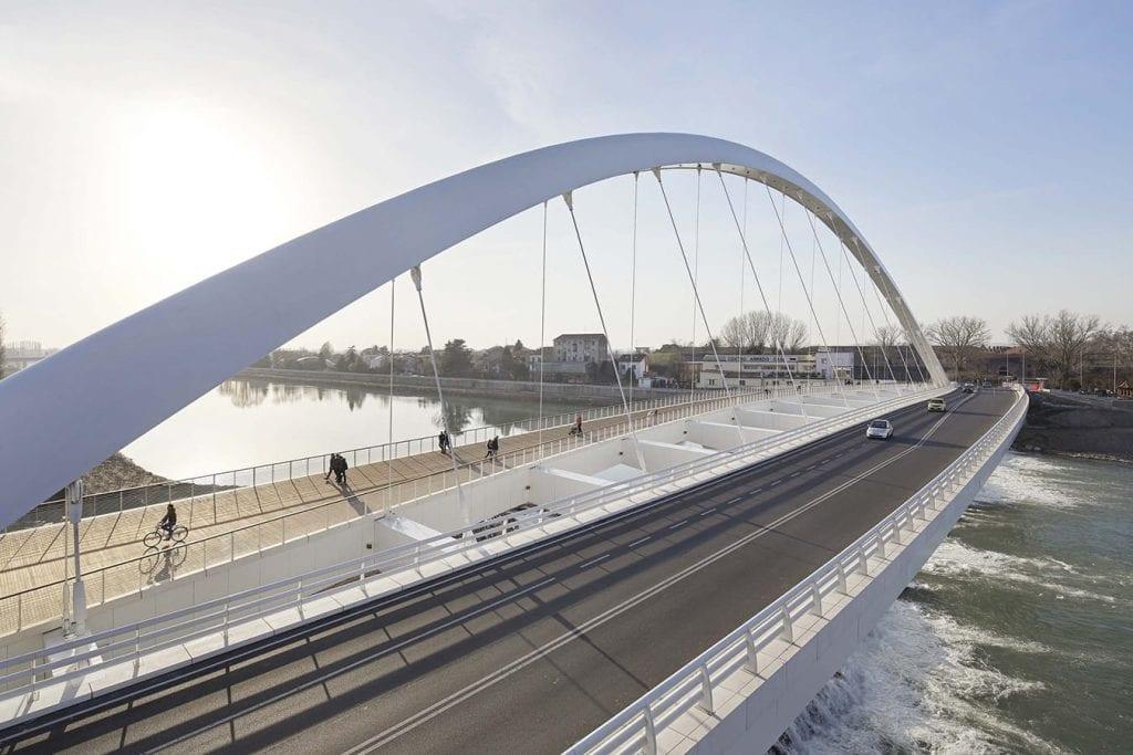 puente minimalista en Italia